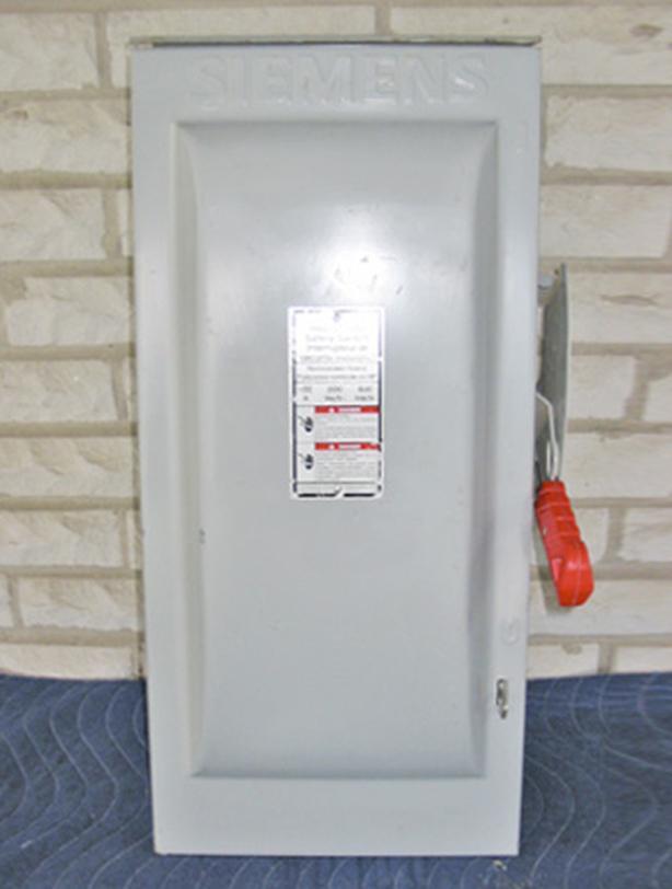 SIEMENS 100 Amp, 2 Pole, 2 Fuse Rainproof Fused Switch (480/600V) ~ Mint!
