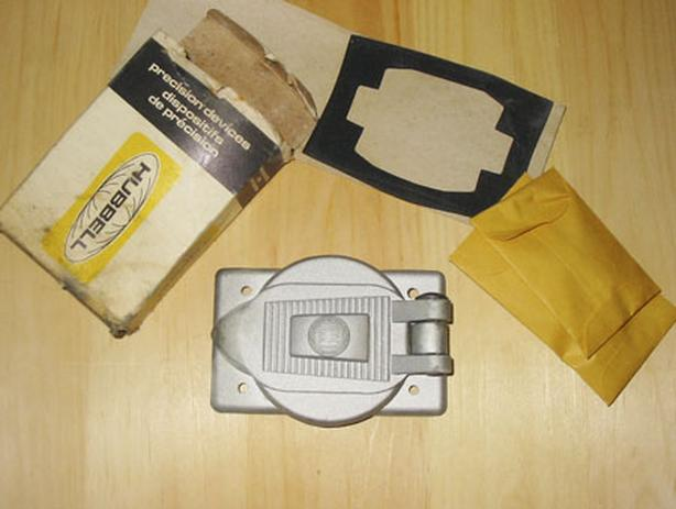 HUBBELL 30 Amp Single Gang Industrial Grade Cover Plate (HBL3393) ~ New!