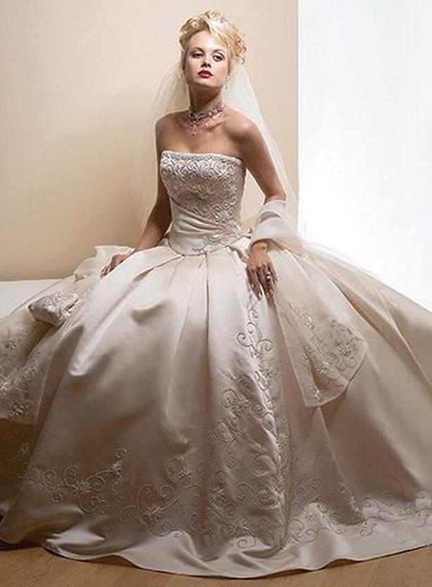 ROYAL ROMANCE WEDDING DRESS by Maggie Sottero (orig. $2,400)