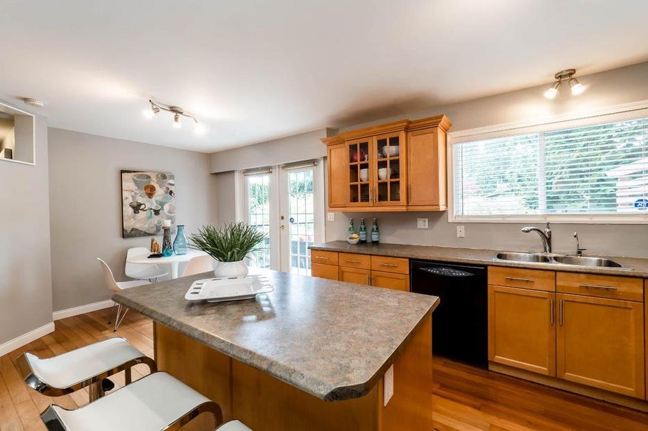 KITCHEN CABINETS FOR SALE - BY OWNER North Vancouver ...