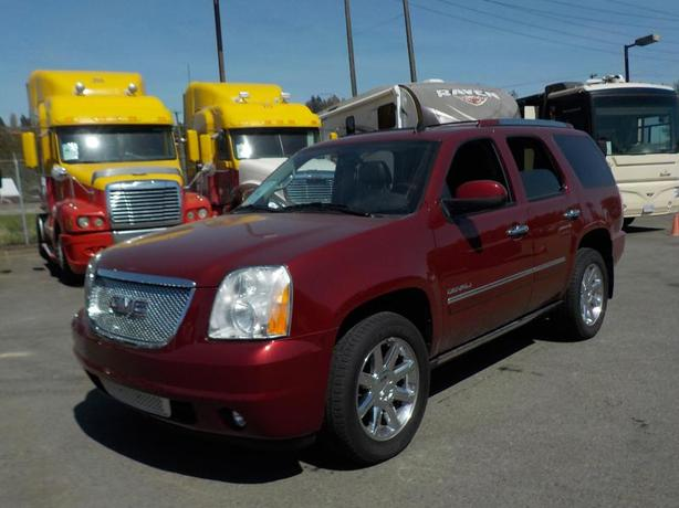 2011 GMC Yukon Denali 4WD 3rd row seating