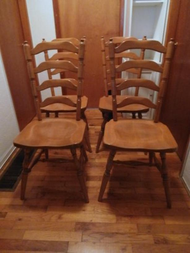 Canadian Made 4 Matching Maple Ladder-back chairs and Dining Table