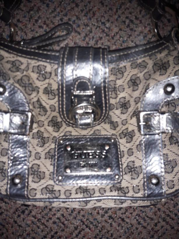 GUESS purse like new