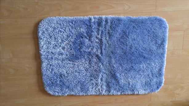 PLUSH BLUE BATH MAT