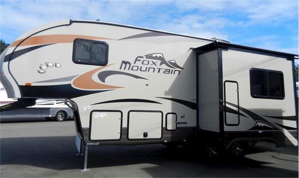 2018 Fox Mountain 235RLS - Modern Layout Built with Quality!!