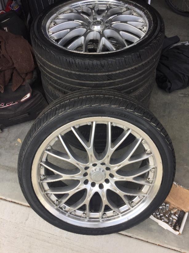 "19"" Core Racing Wheels on Maxtrek 235/35R19 tires"