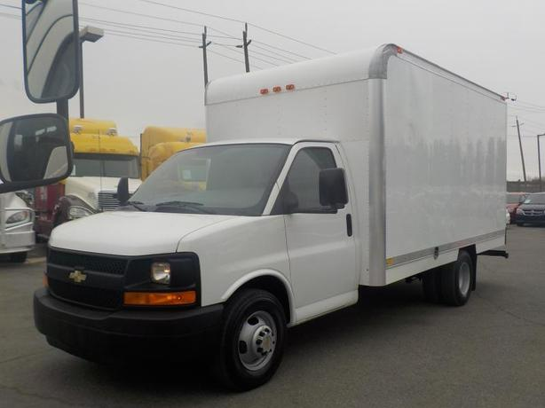 2009 Chevrolet Express 3500 14 Foot Cube Van with Ramp