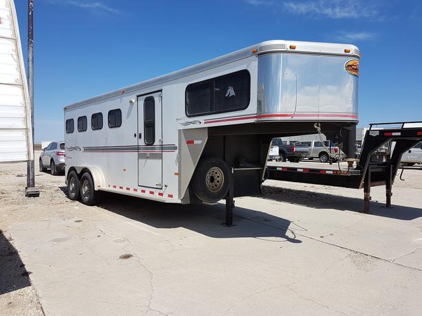 2005 Sundowner Sunlite 727 4 Place Horse Trailer T5076