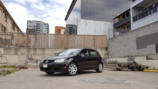 ** 2007 Volkswagen Rabbit - 5 Spd.  / 2.5 Liter - Sunroof