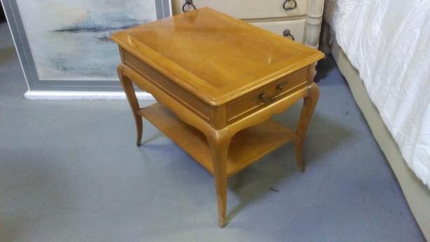 vintage side table in great condition