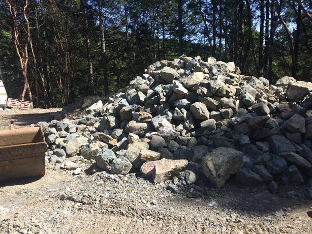 Masonry wall rock