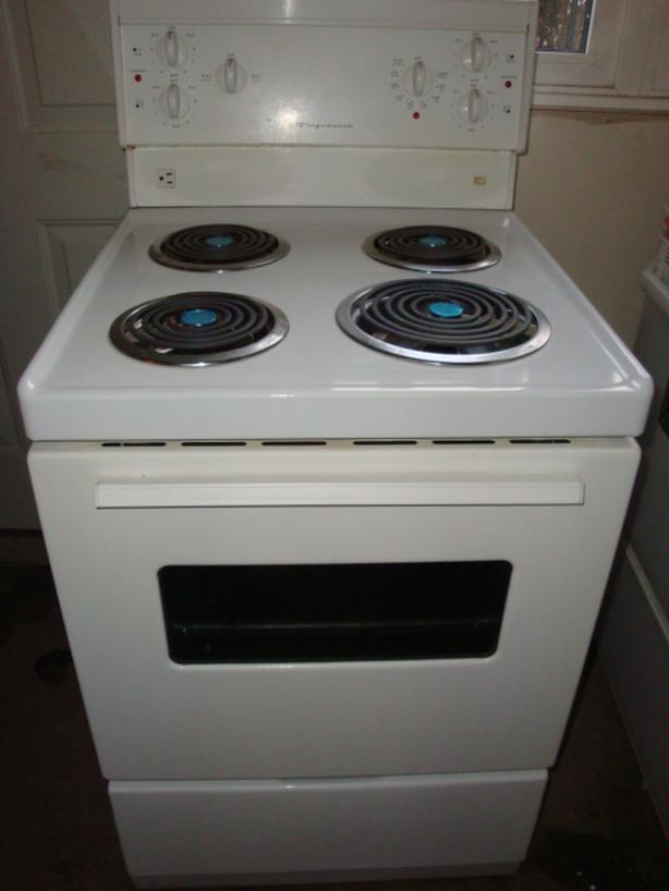 "Frigidaire 24"" apartment size stove Central Ottawa (inside ..."
