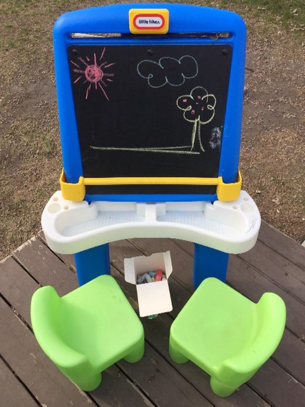 Little Tikes chalk board & art easel