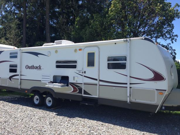 2010 Outback Lite 30BHQ Travel Trailer with Slide