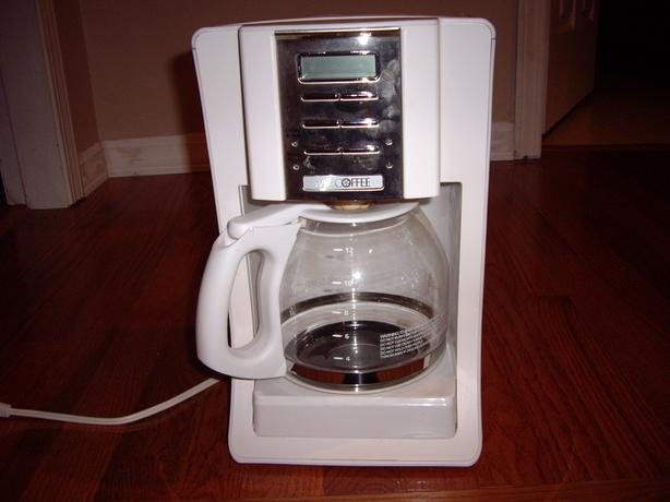 MR. COFFEE MAKER WITH FILTERS