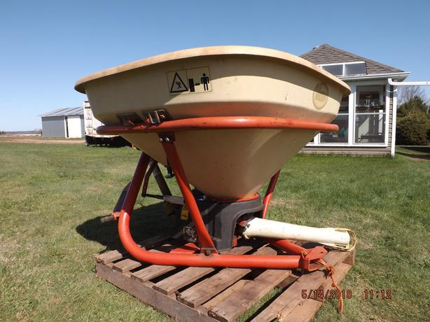 FERTILIZER  SPREADER  FOR  SALE