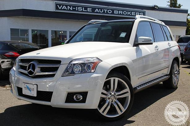 2010 MERCEDES-BENZ GLK350 - Nav, Back-Up Camera, Dual Sunroof