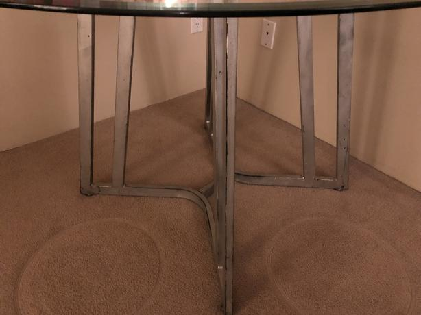 BEAUTIFUL ROUND GLASS DINING ROOM TABLE. (CHEAP! - must pick up asap!)
