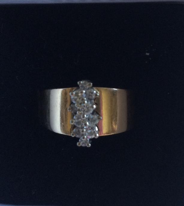 GORGEOUS DIAMOND and GOLD RING 💕
