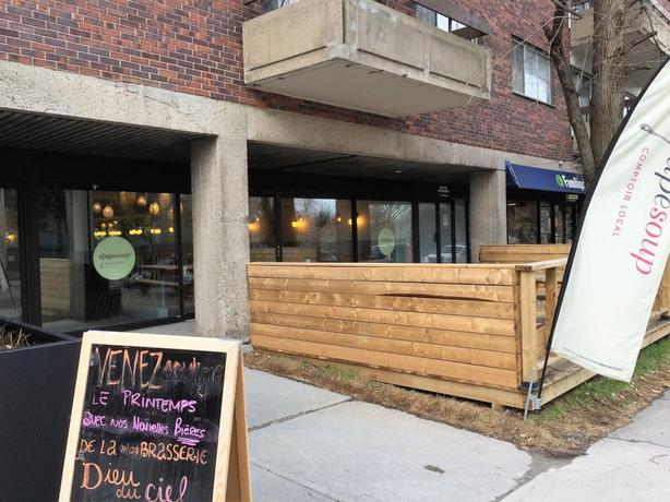 SoupeSoup restaurant close to the University of Montreal for sale
