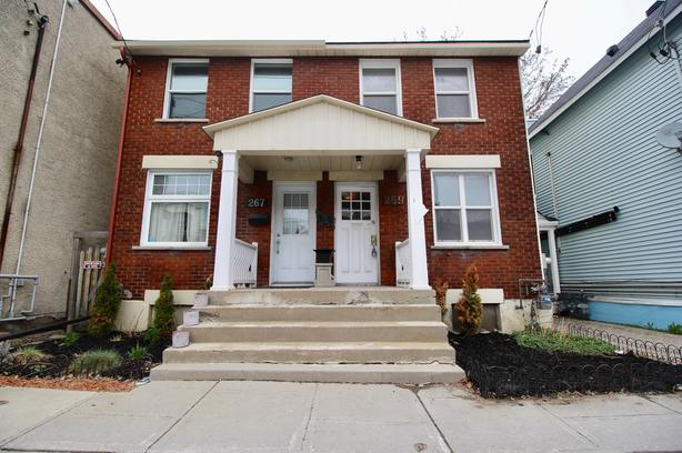 Prestigious Byward market opportunity!Spacious and updated home!