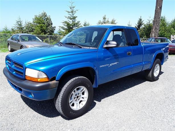 2001  Dodge Dakota, 8 cylinder with 264k km's clean interior