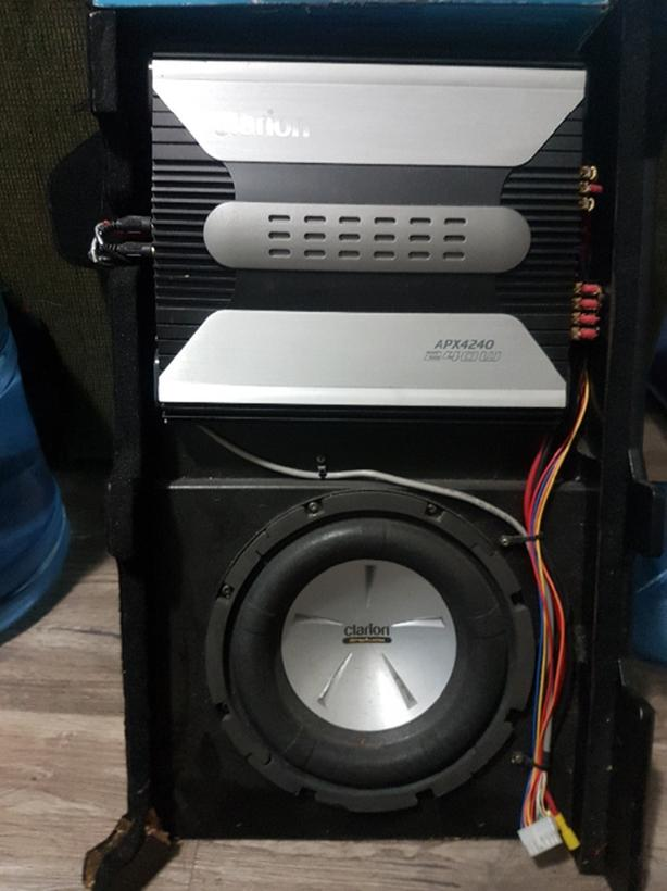 2006 SE Hyundai Accent Custom Speaker box with Amp