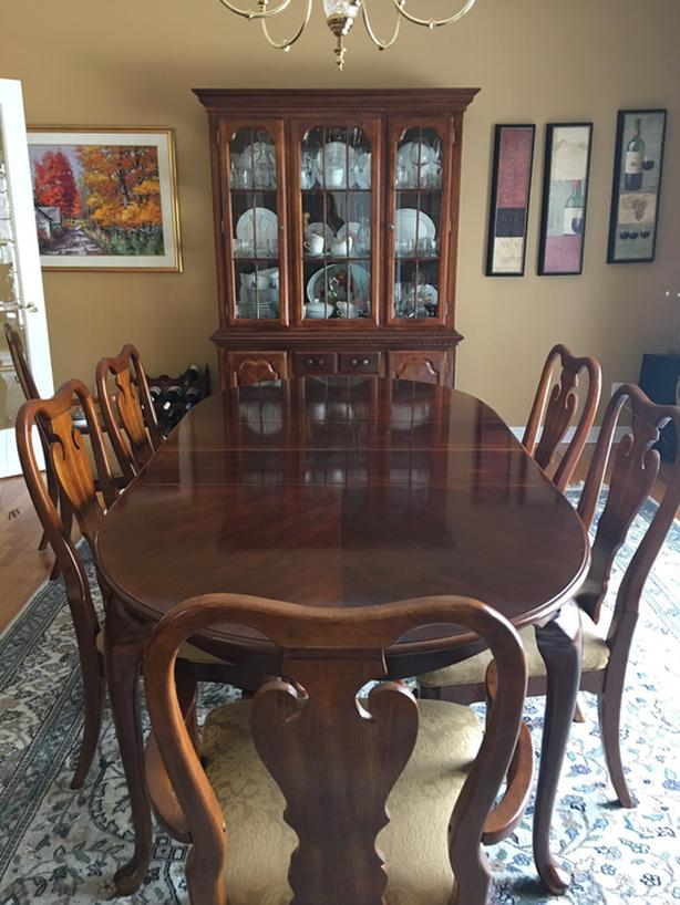 Classic Dining Room Table And Chairs With Serving Hutch Cabinet