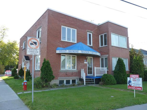 Commercial 5plex with acquired right for residential near services