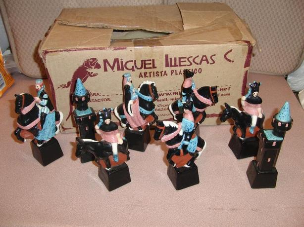 16 Ceramic Chess Men