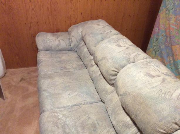 Sofa, seats 3, Free