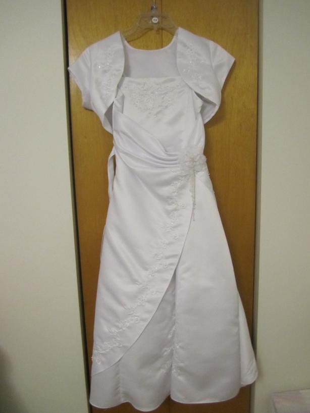 Jolie robe blanche de taille 12.(Enfant)