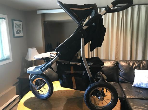 Gently used jogging stroller with lots of storage
