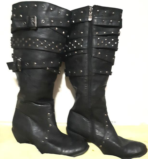 Beatiful black boots
