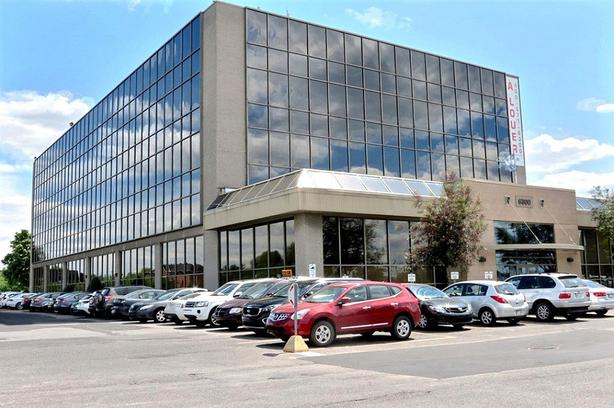 1 to 4 offices for rent - total of 2391 sqft in the heart of Brossard