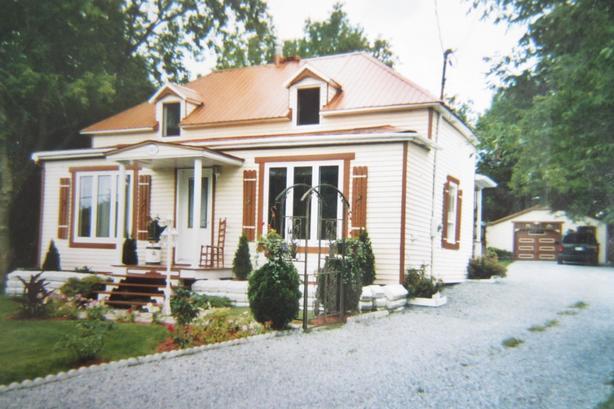 Magnifique maison à étages sur terrain de 30388 pc à Roxton Falls