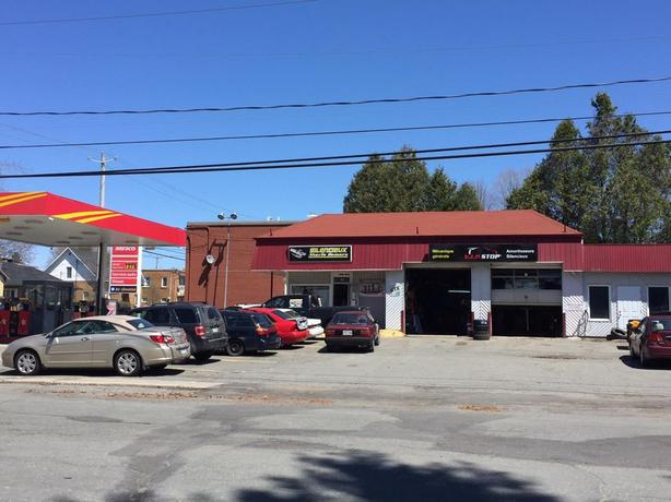 Gas Station with garage for sale URGENT Victoriaville