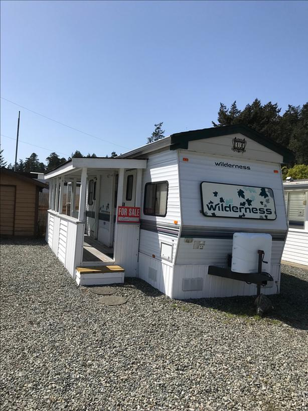A hidden Gem. Lot and Trailer Vancouver Island