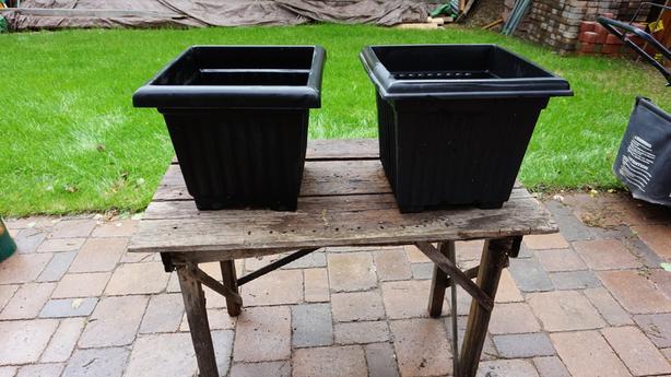 Yard Accesories & Pots