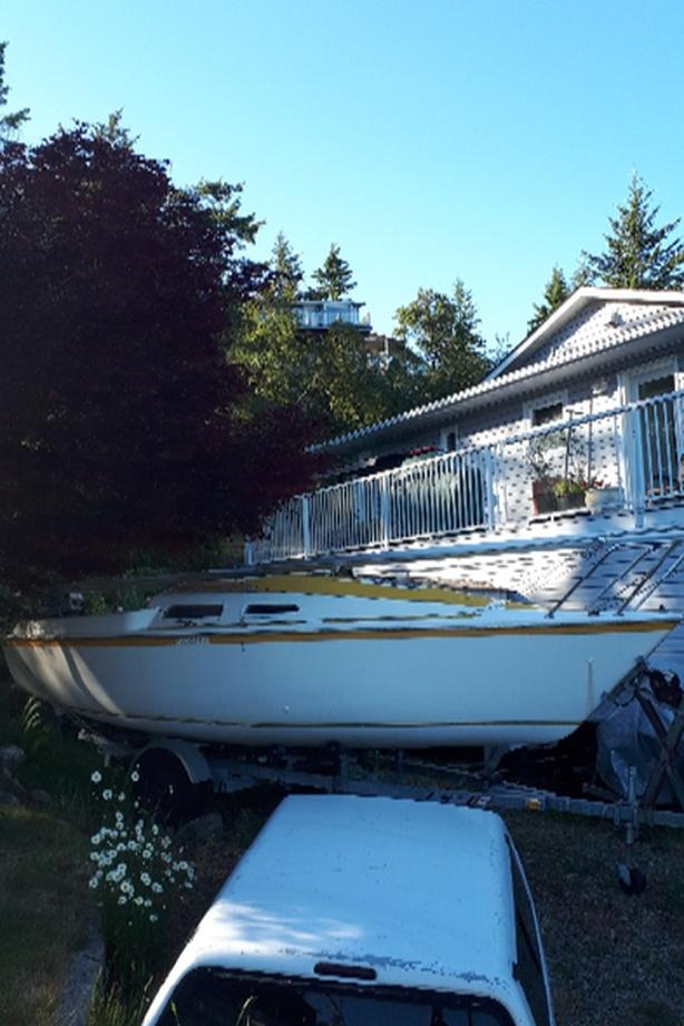  Log In needed $4,500 · 2o ft swing sailboat