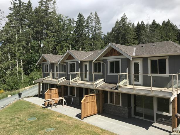 WATERFRONT CONDO / TOWNHOUSE ON SPROAT LAKE, PORT ALBERNI
