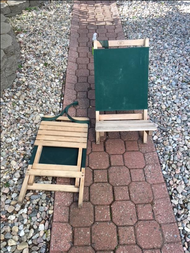 2 chaises compactes et pratique pour les festivals !  20$