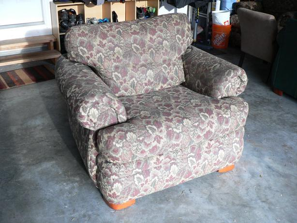 Oversized Lazyboy chairs