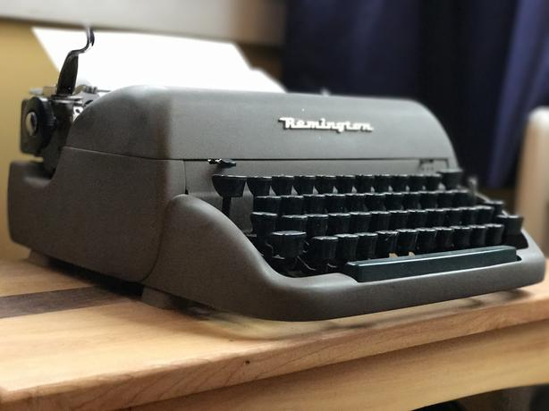 $150 OBO 1950s Remington Typewriter COMES WITH CARRY CASE!