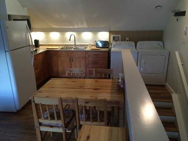 1-Bedroom Carriage House in Hawthorne - Nanaimo