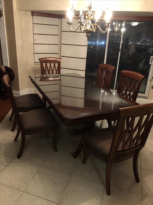 URGENT: Hardwood Dining Room Set