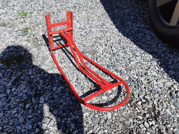 Wall mounted saddle rack