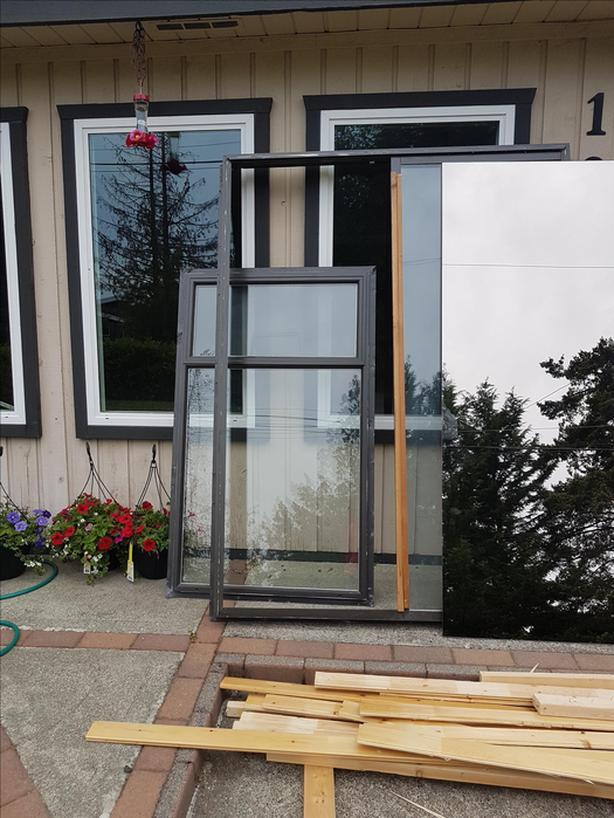 Free Brown Aluminum Frame 5 Ft Sliding Patio Door Amp 3 X 5 Top