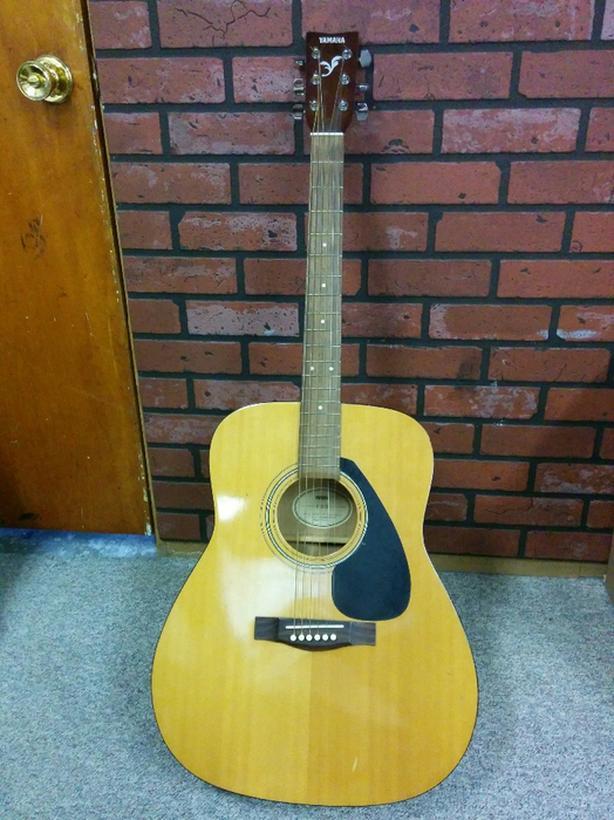 Guitar- Yamaha F310