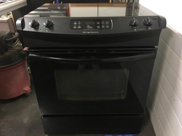 FRIGIDAIRE SLIDE IN GLASS TOP STOVE